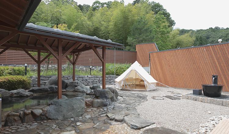 露天風呂とテントサウナの画像